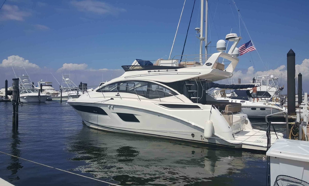 Elegant 45' Motor Yacht for 12 People in New York/New Jersey